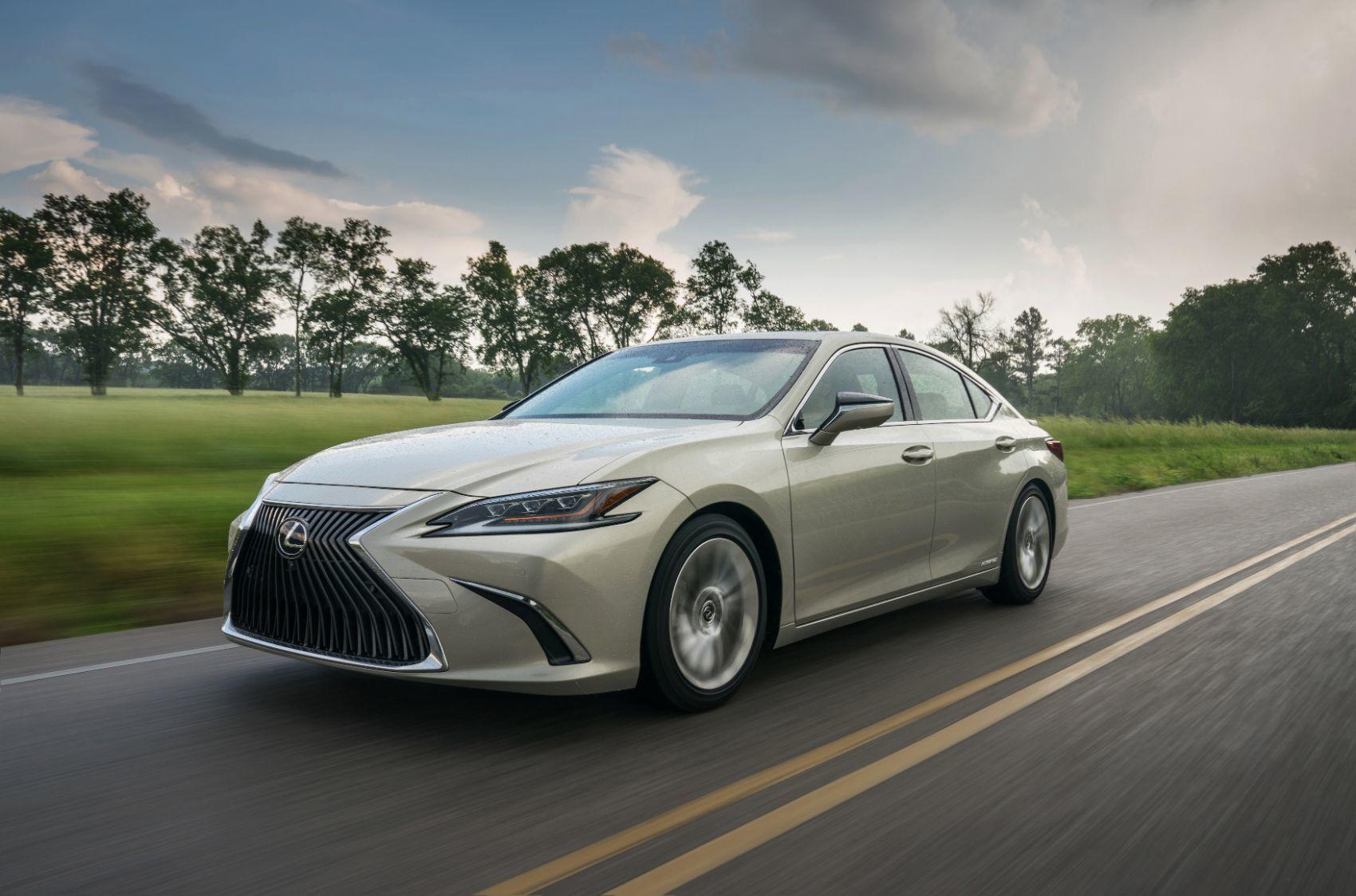 2020 Lexus ES 300h Review: Practical & Luxurious But Should You Buy It?