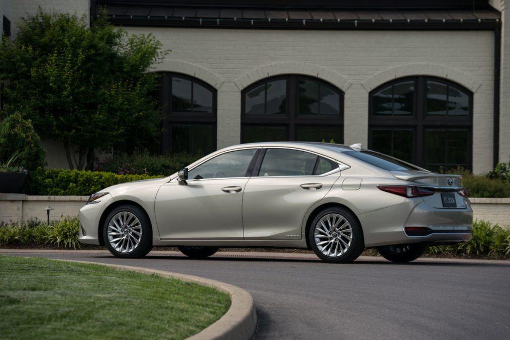 2020 Lexus ES 300h 11