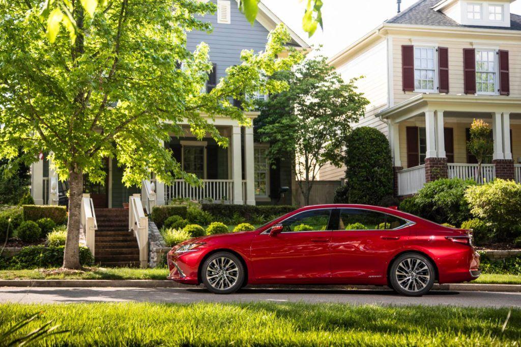 2020 Lexus ES 300h.
