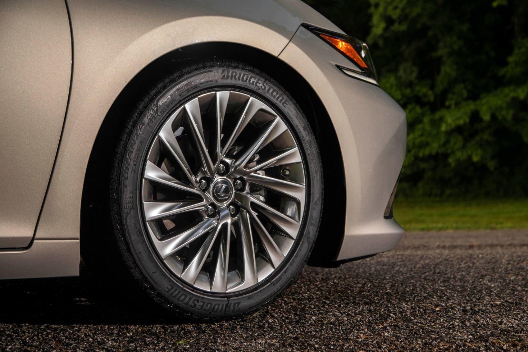 2020 Lexus ES 300h 8