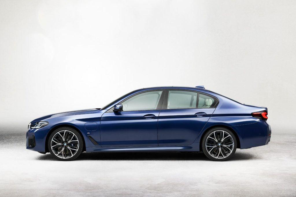 2021 BMW 5 Series 24