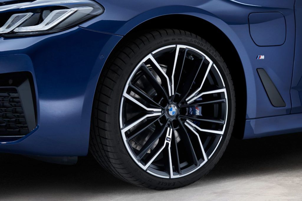 2021 BMW 5 Series 33