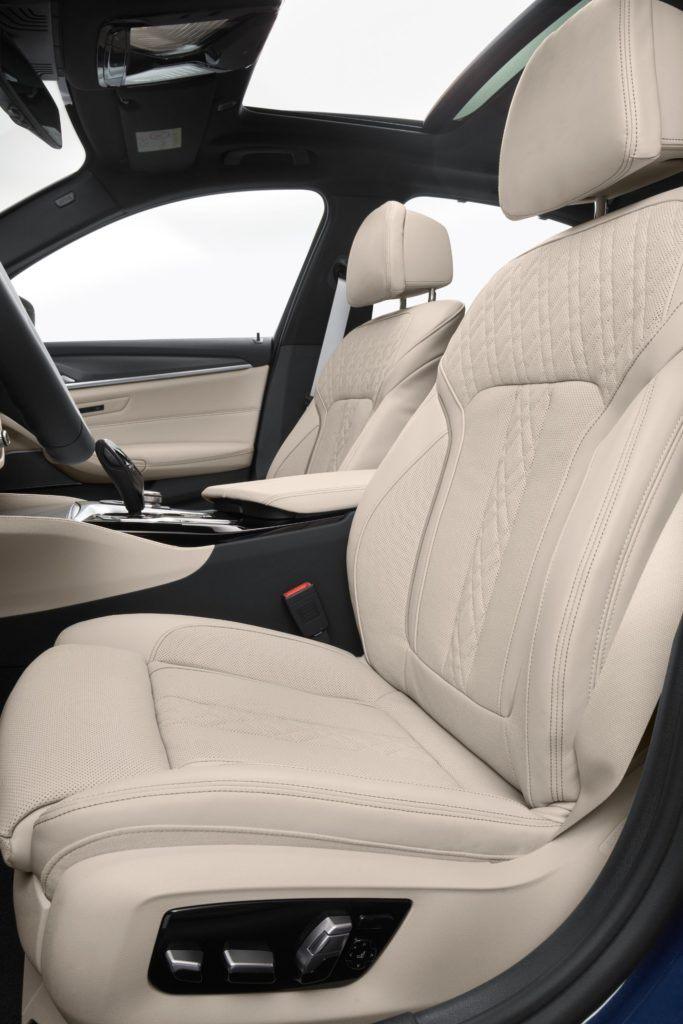 2021 BMW 5 Series 41