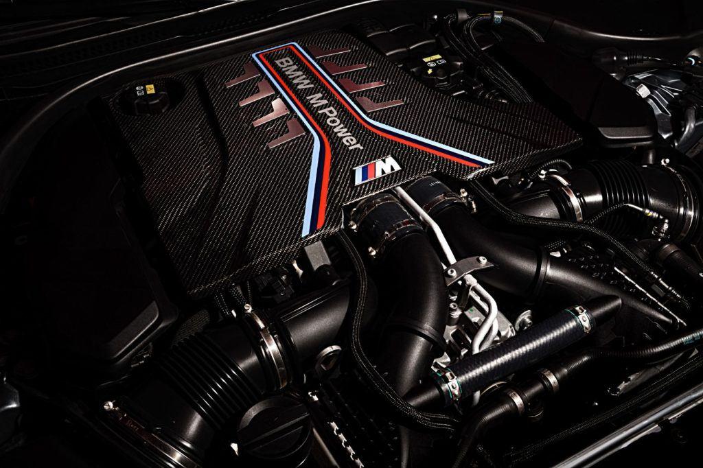 2021 BMW M5 Competition седан под капотом.