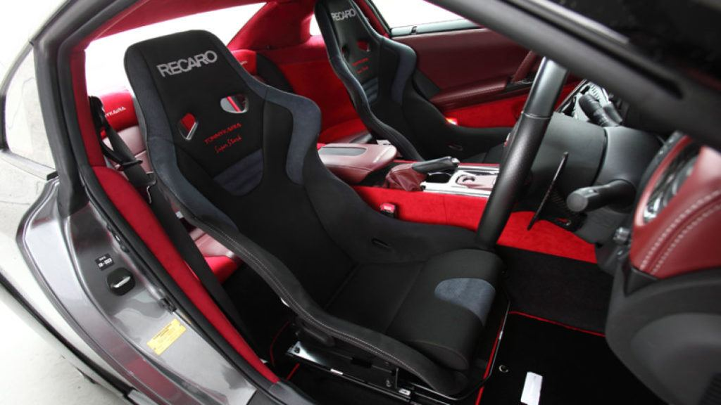 Tommy Kaira Silver Wolf Nissan GT R seats