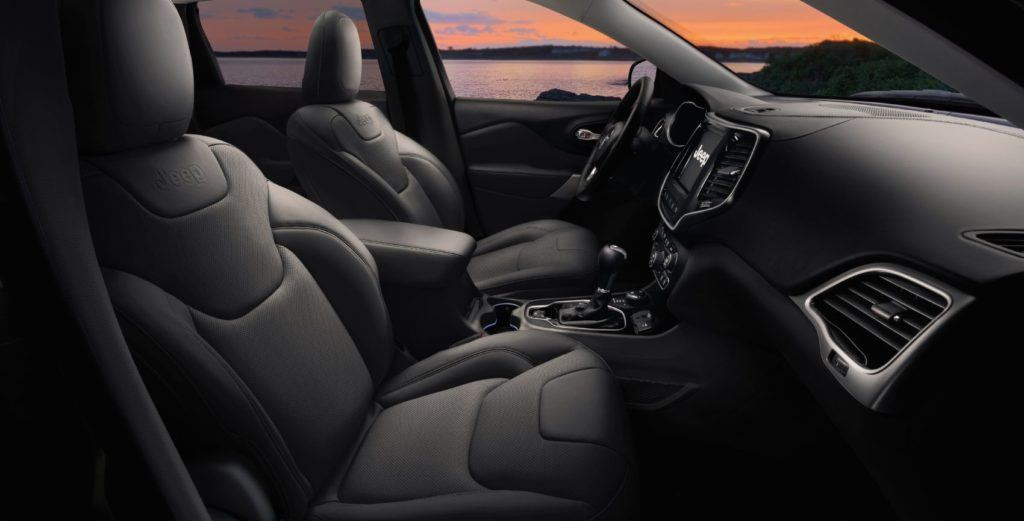 2021 Jeep Cherokee Latitude LUX interior layout.
