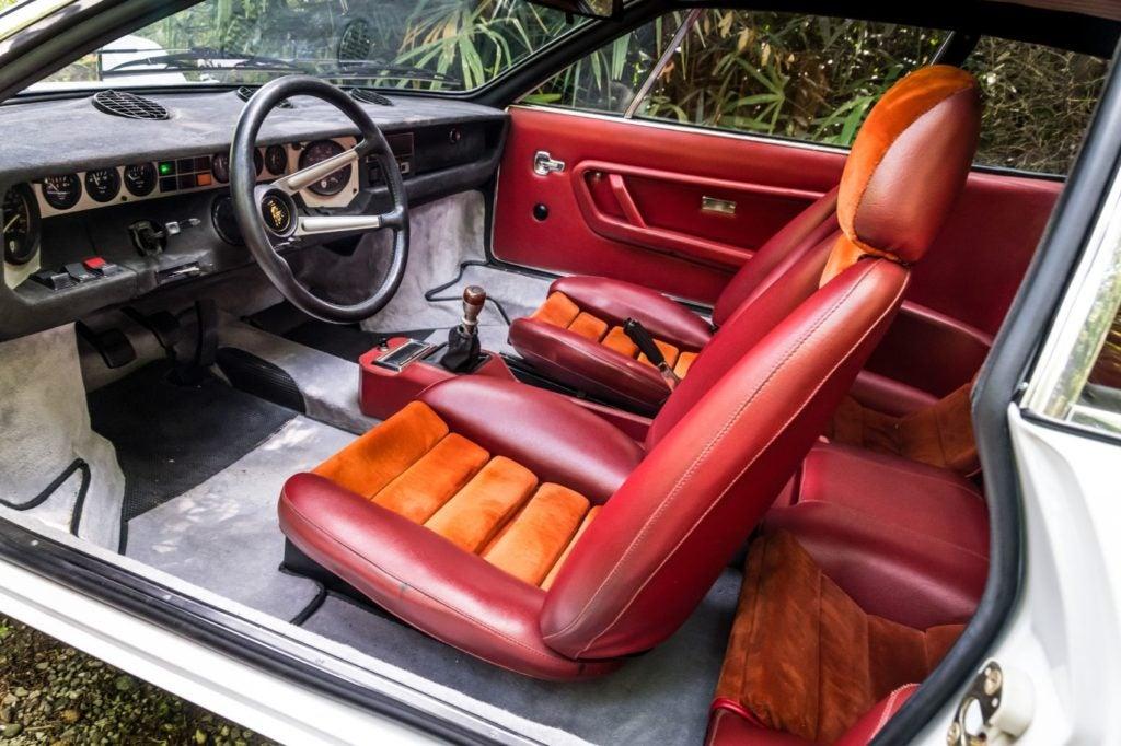 Lamborghini Urraco interior layout.