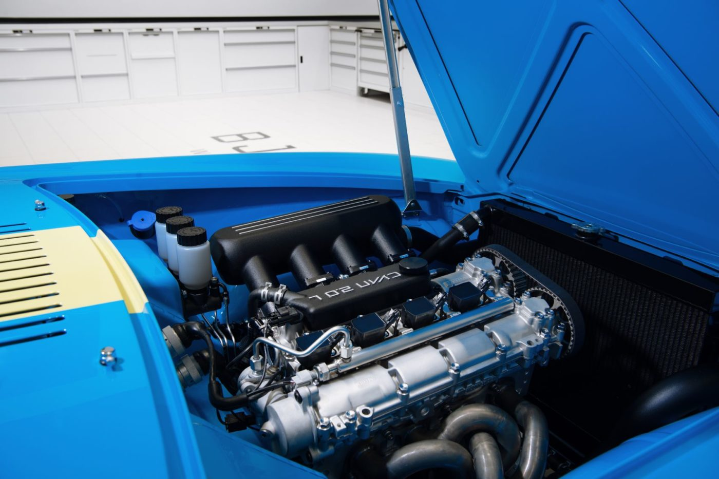 Volvo P1800 Cyan engine.