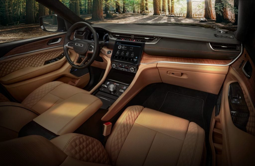 2021 Jeep Grand Cherokee L Summit Reserve interior layout.