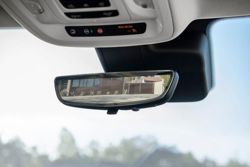 2021 Buick Envision interior.
