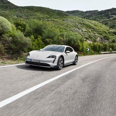 Porsche Taycan Cross Turismo 14