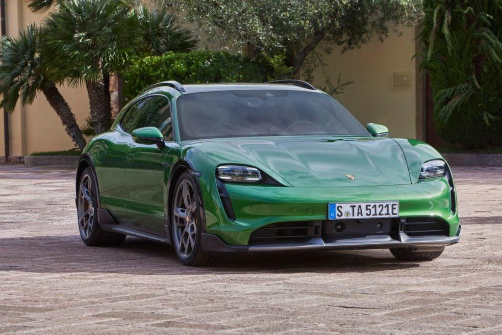 Porsche Taycan Cross Turismo 15
