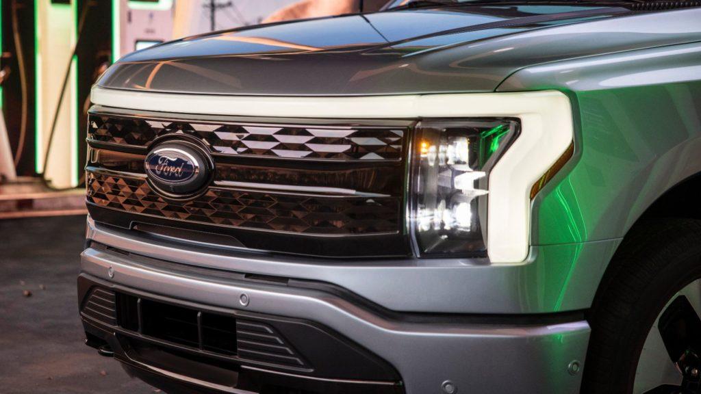 2022 Ford F 150 Lightning 12