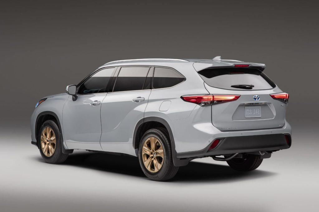 2022 Toyota Highlander Hybrid Bronze Edition.